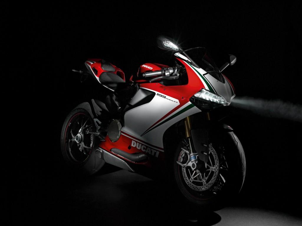 2012 Ducati 1199 Panigale S Tricolore 1024x766 MC mässan i Milano