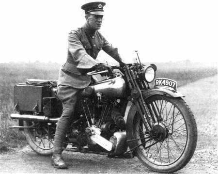 Gammal motorcykel från 1920-talet
